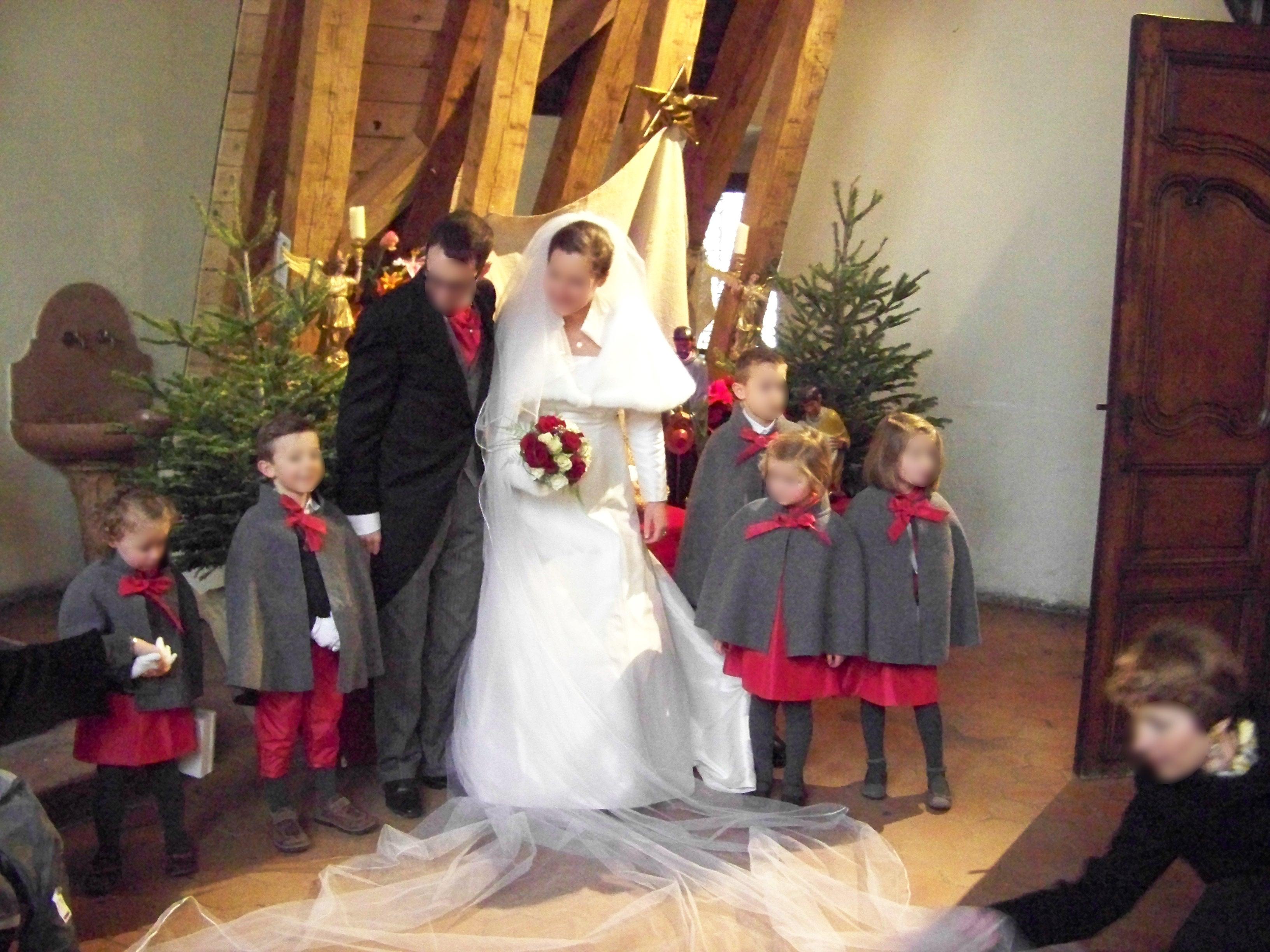 Cort ge d 39 hiver robes framboise for Robe et manteau pour mariage d hiver
