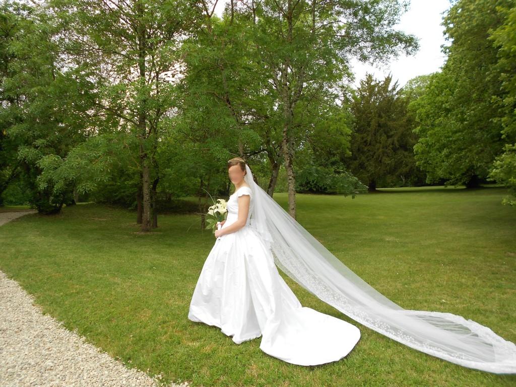 Voile dentelle ancien diadème mariage