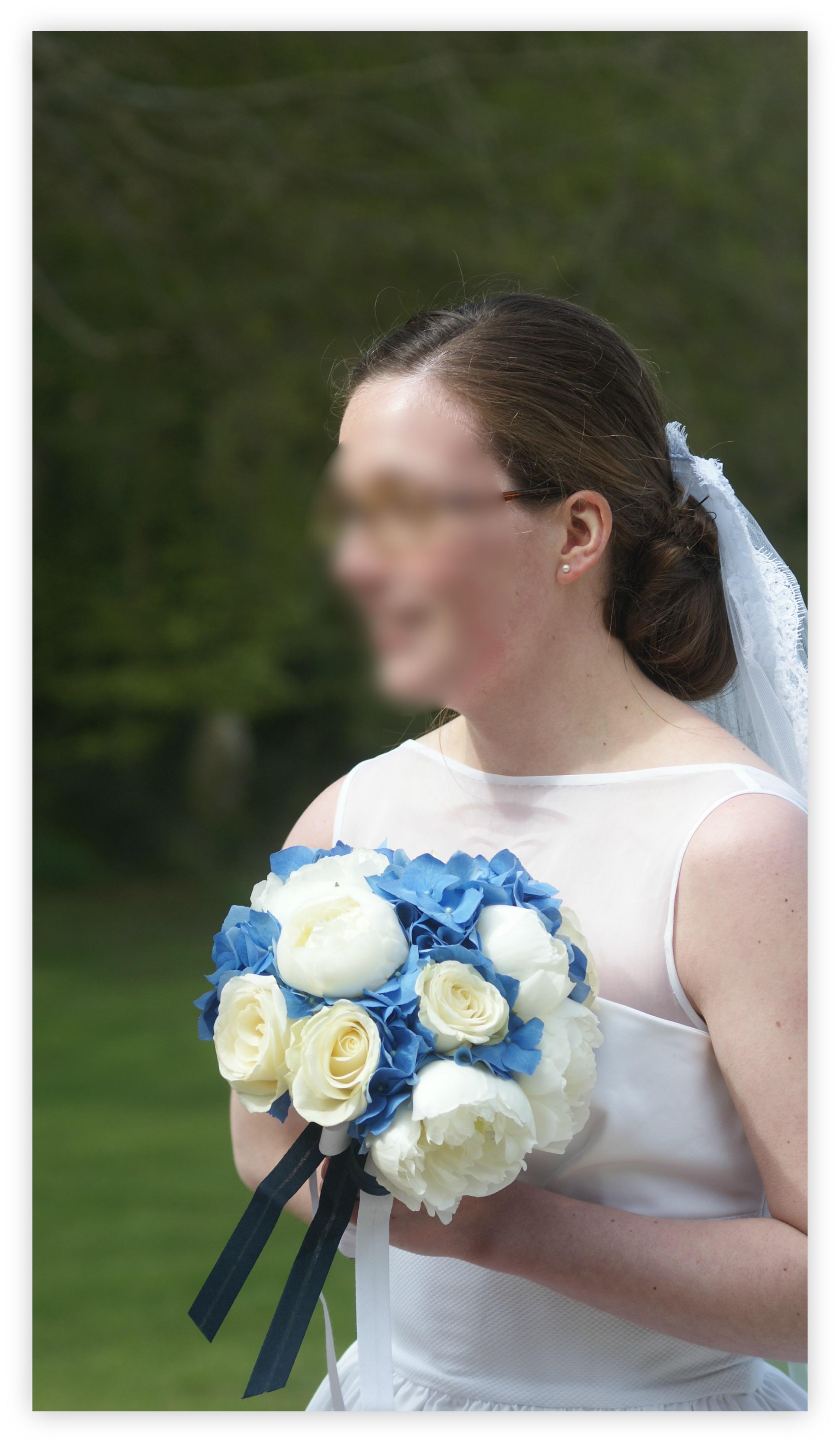 Bouquet de mari e compos de roses pivoines et hortensias bleus - Bouquet mariee bleu ...