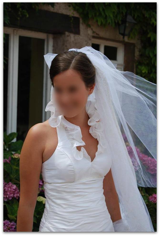 b388df80af Robe de mariée à col volanté