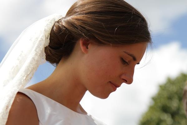 Coiffure de mariée de Joséphine: Chignon à l'orchidée