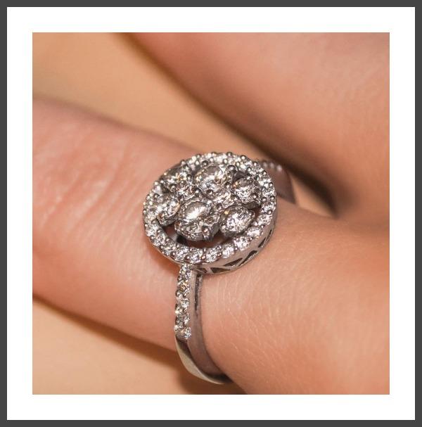 Bague de fiançailles de Maylis: 42 diamants