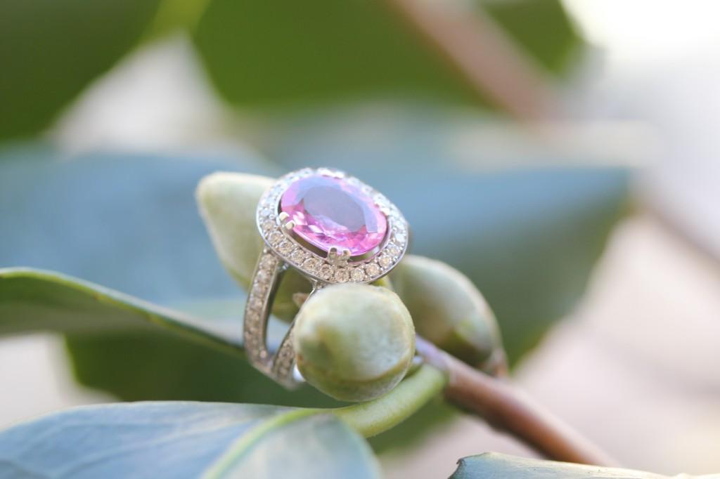 Bague de fiançailles d'Hortense: Saphir rose