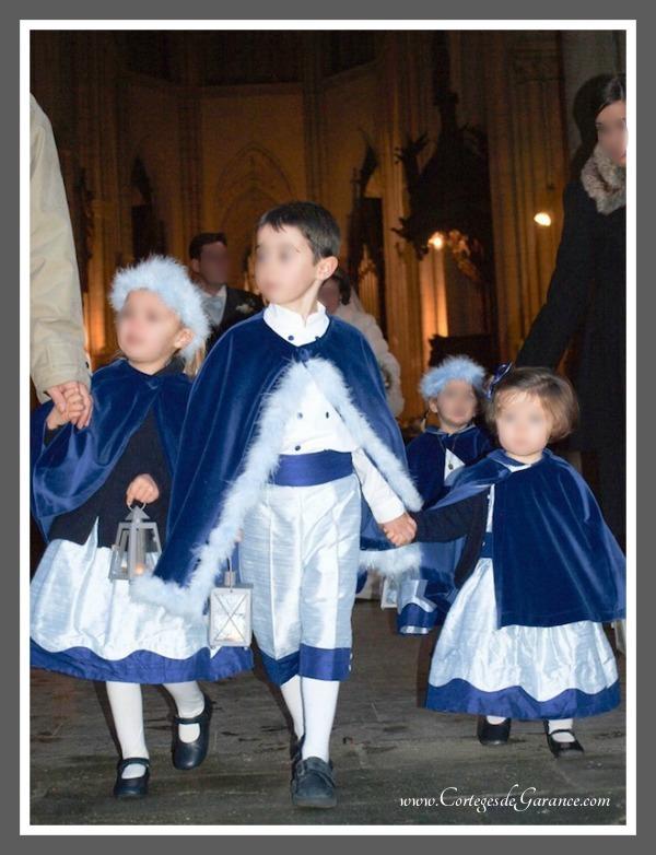 Cortège Emilie: Soie et velours bleus. Noces de bois !