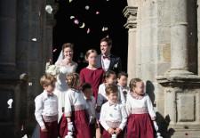 Cortège Alexandra: Robes bicolores bordeaux et ivoire