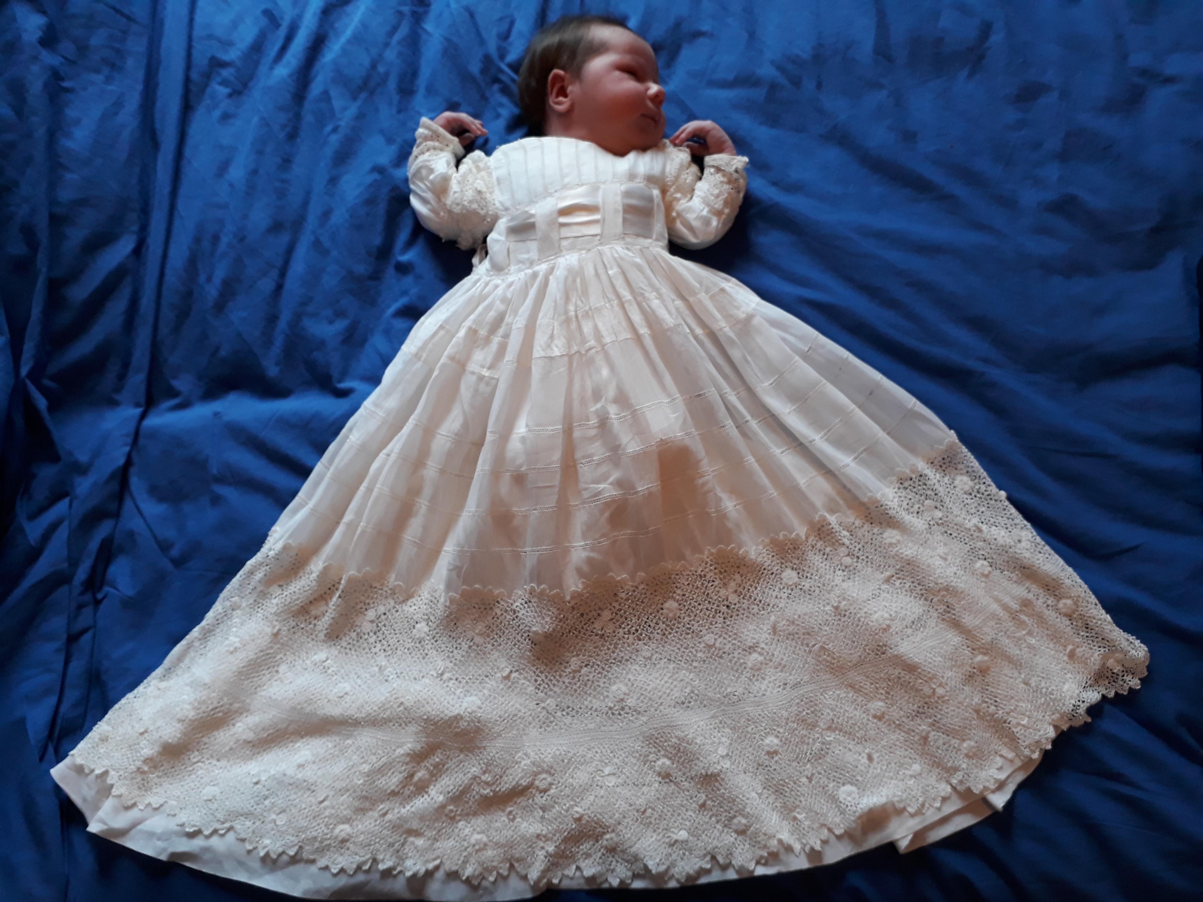 c067addd384d6 Blanchir une robe de baptême ancienne ou un voile de mariée